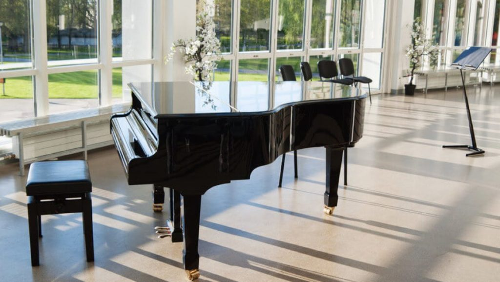 Piano & Table